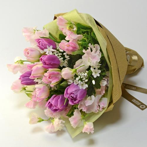 チューリップやスイートピーの花束<ハミング>