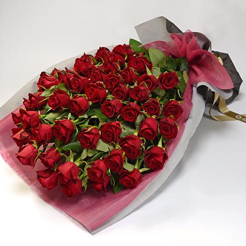 50本の赤いバラの花束