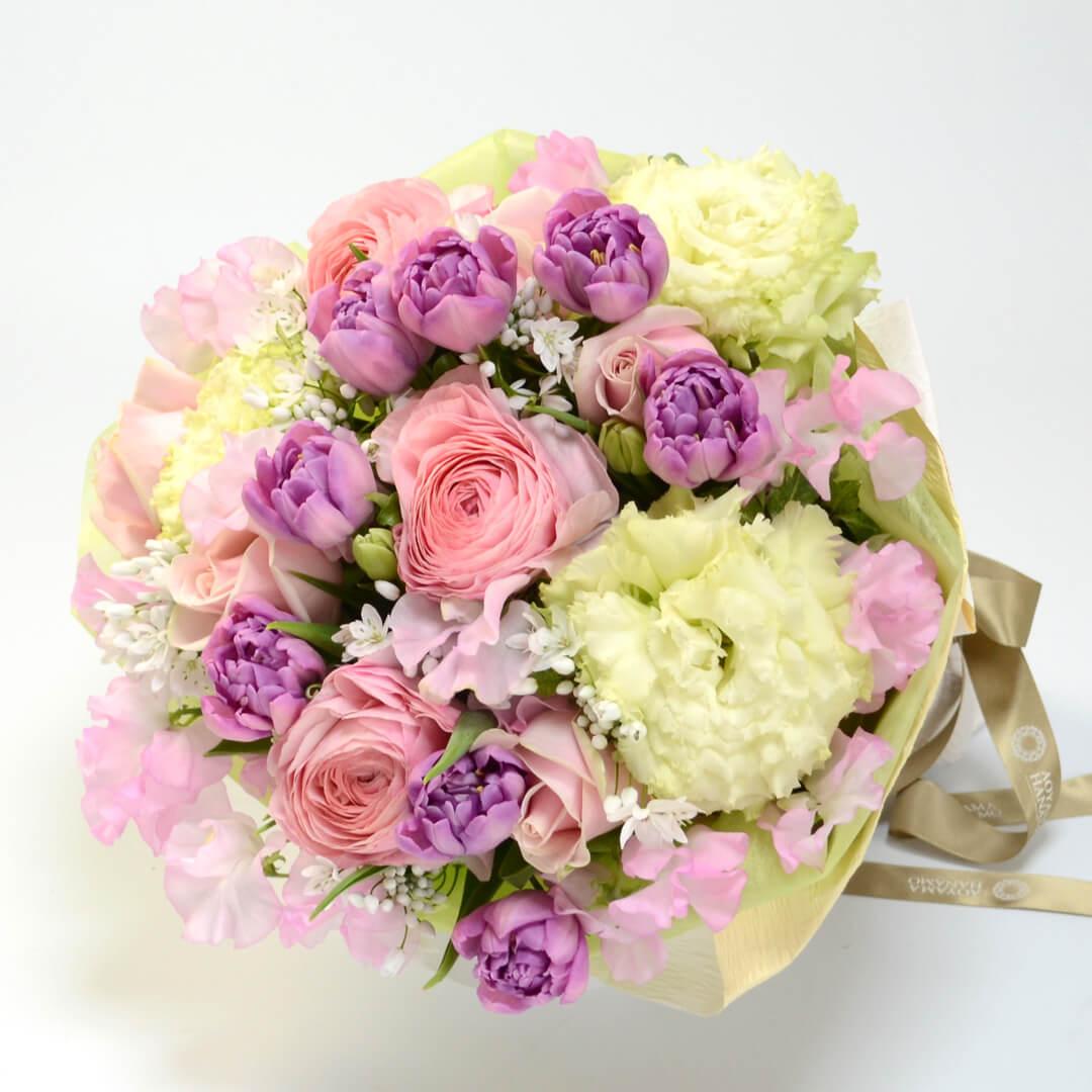 ラナンキュラスやチューリップの花束<コンフィット>