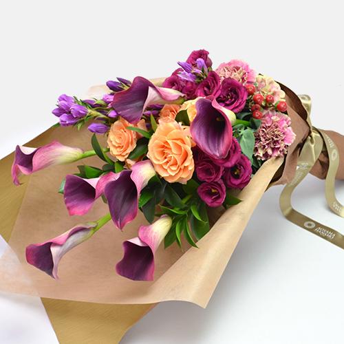 カラーとバラの花束<カルメーラ>
