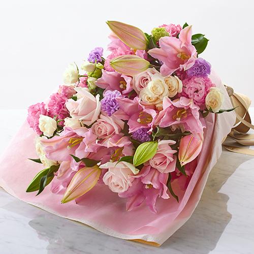 ユリと大輪バラのピンクの色調の花束