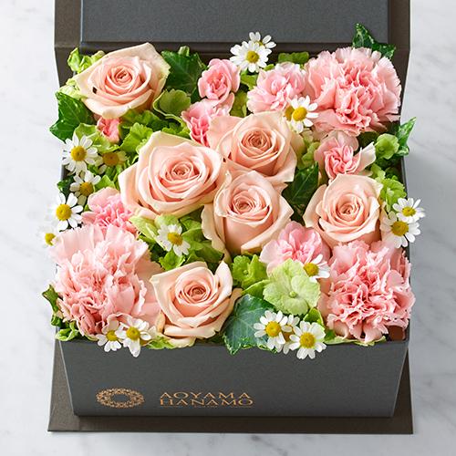 淡いピンクのバラとカーネーションのBOXアレンジメントの画像