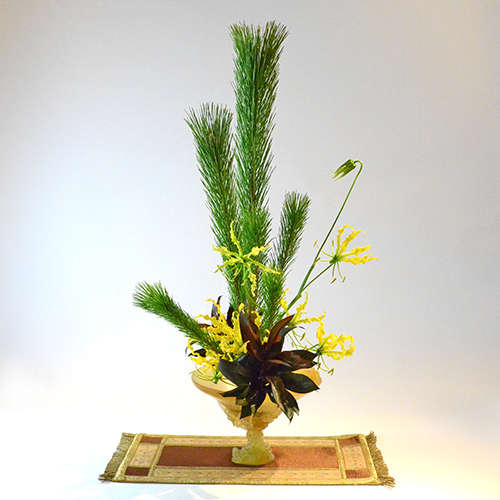迎春いけばな花材<若松・ドラセナコンパクター・グロリオサ>