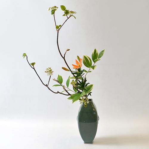 春のいけばな花材<虫狩・鳴子百合・百合>