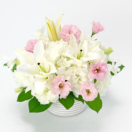 ご供花 白と淡いピンクのアレンジメント