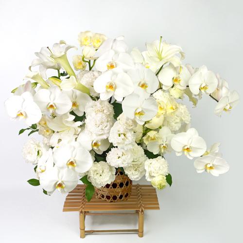胡蝶蘭とシンビジュームの細網篭花(ご供花)